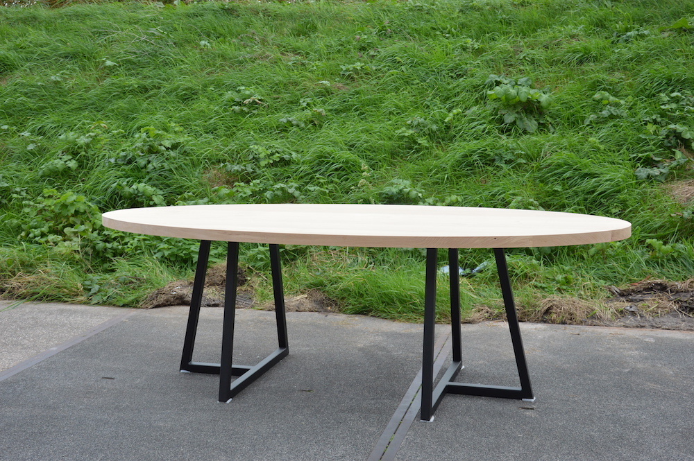 Industriele Tafel Met Stalen Onderstel.Industriele Tafels Op Maat Stel Jouw Ideale Tafel Samen De