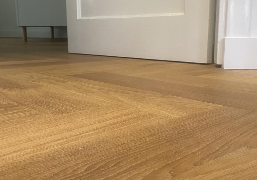 Visgraat vloer overloop